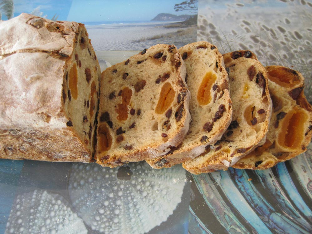 sliced-fruit-bread