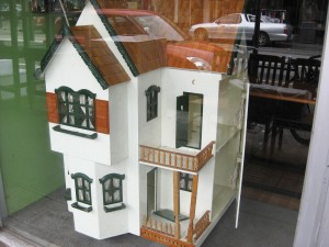 Dolls-house-Op-Shop